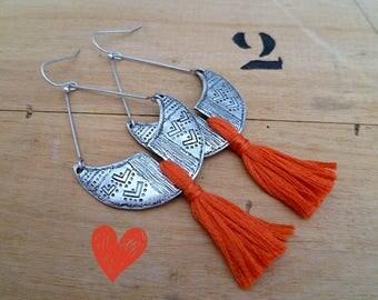 Boucles d'oreilles ethniques boho argent vieilli et pompon corail, artisanales, fait à la main, bohème, boucles créateur, saint valentin