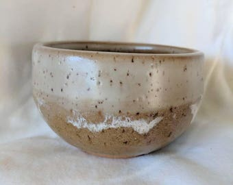 Ocean and sandy beach personal bowl, with sea foam trim