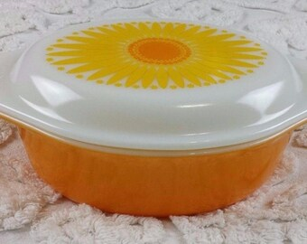 Pyrex Daisy Sunflower Casserole 043 1.5 Qt Oval Orange with White Milk Glass Lid