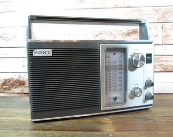 Working Vintage Sony Radio AM/FM Stereo - Portable