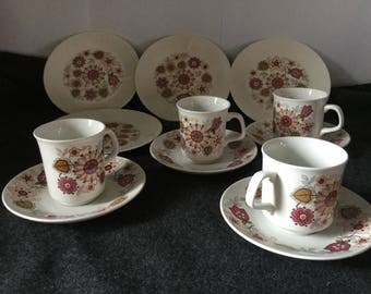 J and G Meakin Filigree teacups, saucers, side plates