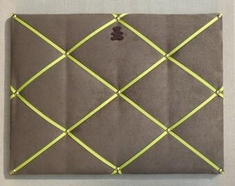 Chestnut fabric memo board, green cordon, brown bear