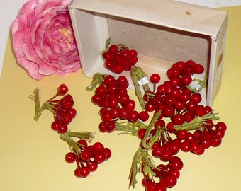 Vintage Cranberries Holly Wired Wrapped Green Stems Bunches Christmas Berries Craft Supplies