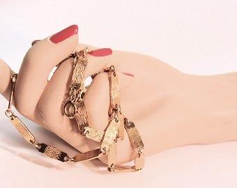Vintage Monet Long Textured Goldtone Links Necklace * S1282 designer signed RETRO!