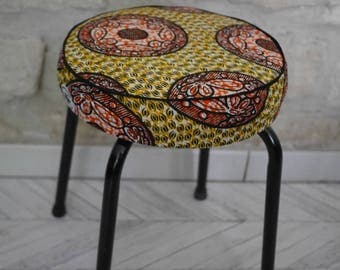 Yellow wax stool / stool vintage wax / black metal stool / comfortable foam stool. Refurbished stool / restyled / relined