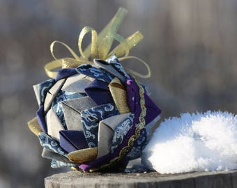 "Blue quilted Christmas ball, ""Artichoke"" technique"