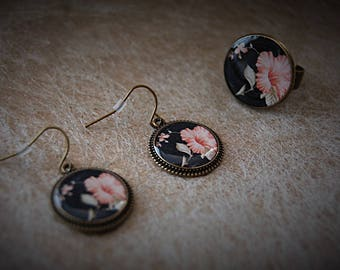 Set of earrings and ring flower