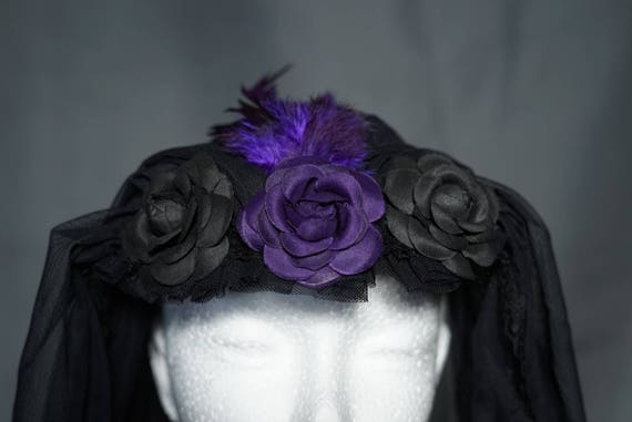 Small veil with purple feathers and fabric flowers / little veil with purple feathers and roses