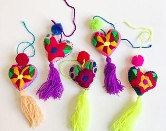 Mexican pom pom, heart pom pom, Pom pom bag charm, Pom pom charm, Purse charm, Pom pom mexico, Bag charm, Pom pom tassel, Feal heart tassel