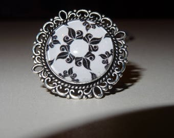 Ring cabochon graphico black and white