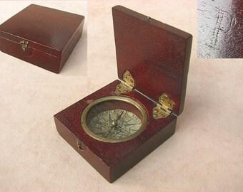 Rare example of an 18th century mahogany cased pocket compass