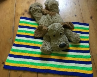 Knitted pet blanket
