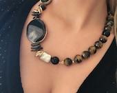 Collana pietre dure, collana maxy, girocollo, regalo per lei, regalo di Natale, occhio di tigre, gioielli moderni, gioielli artigianali