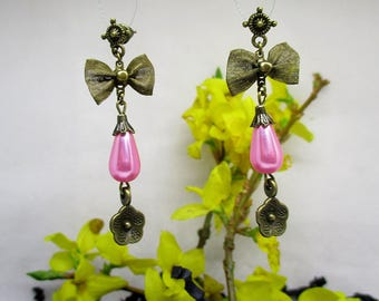 Adorable small earrings bowties.