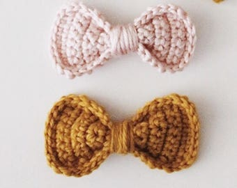 Made to order - Crochet bow on nylon headband or alligator clip