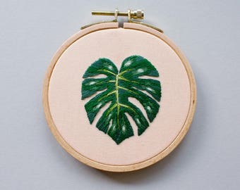 Embroidery picture - Monstera leaf in the embroidery ring