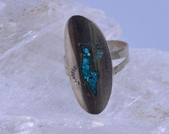 Turquoise ring with sterling silver setting - Size 6 1/2 - 173