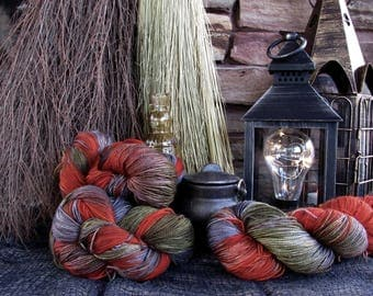 Magic - Hearth. Fingering weight 100g. Variegated sock yarn. Variegated yarn. Sock yarn. Superwash merino sock yarn. Hand dyed sock yarn.