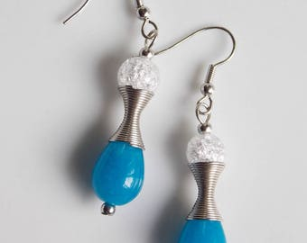 Earrings; hourglass figure in blue and white, agate and rock crystal