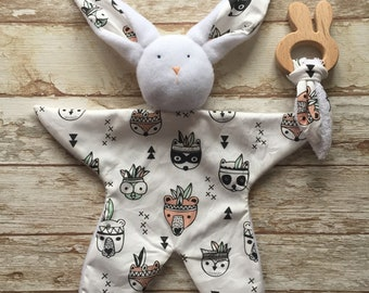 Birth gift set box doudou rabbit and wooden teething ring comforter first toy baby blankie pattern feathers