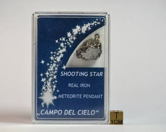 "Rare Campo del Cielo meteorite pendant- In an amazing display box - ""shooting star"" - perfectly prepared - TOP quality - 13.1 g"
