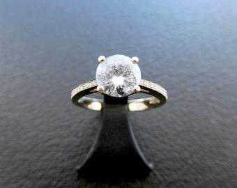 18ct yellow gold & brilliant cut diamond engagament ring, classic solitaire diamond engagament ring with diamond shoulders, vintage style