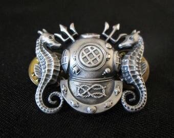 1950s US Navy Diver Submarine Insigna Pin Badge Tridents Sea Horses Divers Helmet Militaria