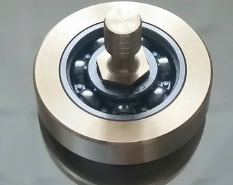 """Spinning top """"TriStripe bearing orbite"""" made of a ball bearing with brass stem and bronze outer ring. Great gift. 120g"""