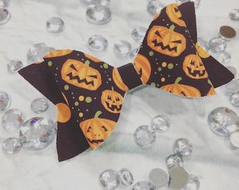 Halloween hair bow, pumpkin hair bow, girly Halloween, girl Halloween outfit, girl Halloween hair clips, pumpkin halloween hair bow