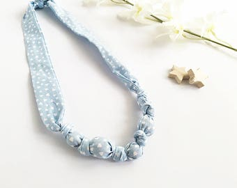Necklace-feeding in fabric and wooden beads, blue with white hearts