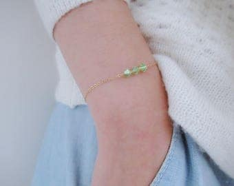 August peridot birthstone bracelet with an initial, disc bracelet, personalized initial bracelet, bead bracelet, gold filled