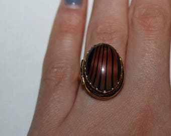 Gold Toned Locket Ring with Brown Gem Fashion Vintage Costume Jewelry