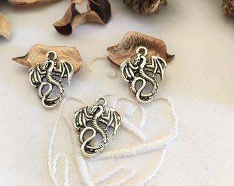 5 pendentifs breloques dragons couleur argenté vieilli