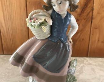 Lladro figurine - sweet scent - 5221