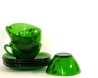 4 Vintage Vereco Green Glass Coffee Cups and Saucers, 1970s Emerald Green French Tempered Glass, Retro kitchen