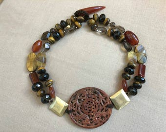 Necklace with hard stones