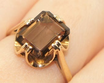 Fabulous 9Ct Gold 3.5 Ct Radiant Cut Smoky Quartz Ring, Size O