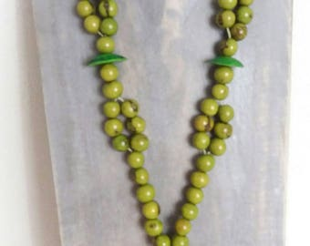 Green ethniqueTagua and long acai seeds necklace