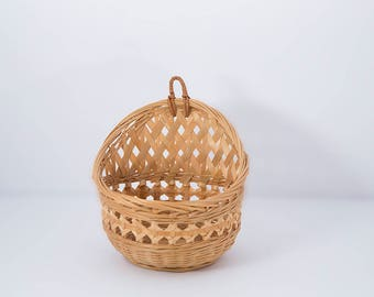 Small hanging basket, wicker, rattan, weave, wall,