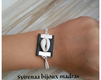 Leather Bracelet with cowrie shell