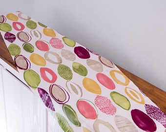 Table runner with colorful oval, 145 x 50 cm