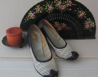 1940s Vintage Navy Leather and Ivory Shoes, Peep Toe 40s Pumps, Navy and Ivory vintage 40s Heels