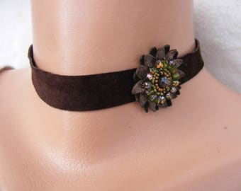 Leather Choker Necklace with Green and Golden Flower