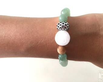 Bracelets green aventurine beads, white jade and wood and Tibetan silver coin