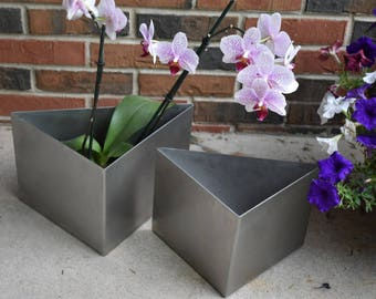 Stainless steel triangular planters