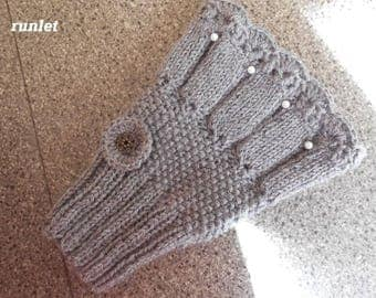 Grey fingerless
