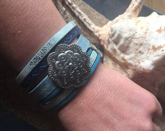 Buffalo skull with its magnetic Cuff Bracelet