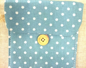 BLUE FABRIC POUCH HAS PEA WHITE - T14