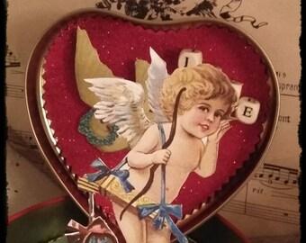 coffret déco Saint Valentin pour offrir un bijou et exposer cette boite Love