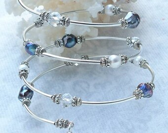 "Bracelet ""Starfish"" Swarovski Crystal, keshi pearl beads and Tibetan style memory wire."